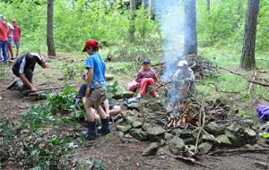 Táborové pečení buřtů
